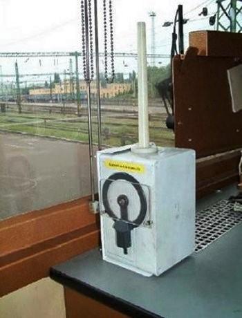 AVR berendezés a mozdony vezetőállásán